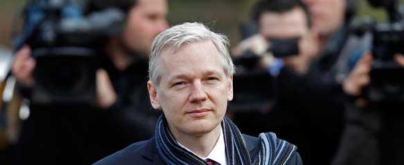 """Facebook es la mayor maquinaria de espionaje jamás inventada"""" según Assange 1"""