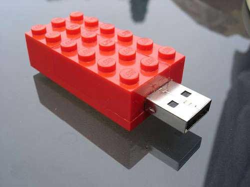 Cómo hacer que tu memoria USB parezca una pieza de LEGO 1
