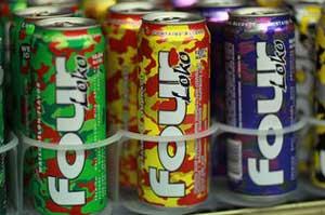Latas del licor energético Four Loko en una tienda en Palo alto, California, el 18 de octubre. Joe Raedle / Getty Images