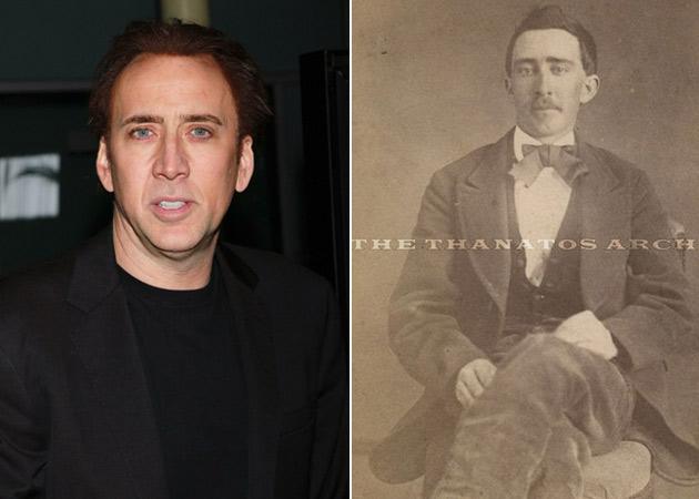 Derecha: David Livingston / AFP/ Izquierda: Captura Ebay