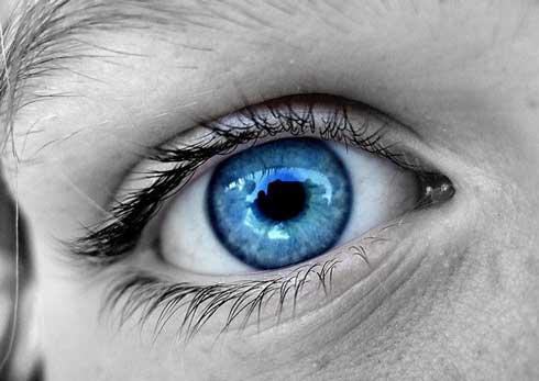 Un  nuevo tratamiento por láser promete cambiar ojos cafés en azules 1