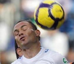 Rematar de cabeza más de 1.000 veces al año afecta al cerebro de los futbolistas 4