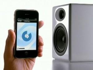 Shazam [aplicación ofrecida por BlackBerry], Gratis  con solo escuchar la canción te da dice el nombre y datos 1