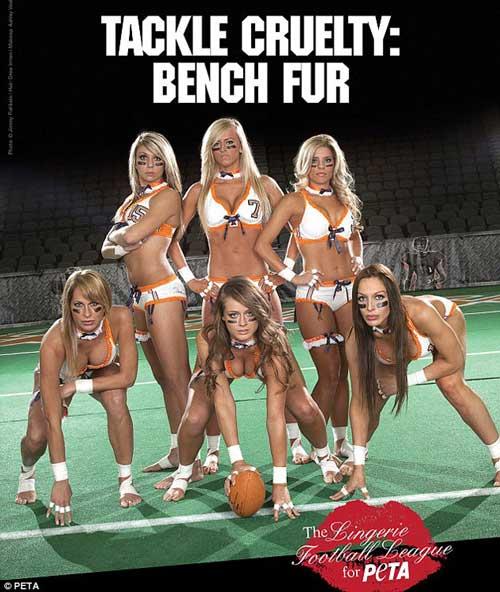 Jugadoras de fútbol americano se quitaron la ropa para defender la piel animal 1