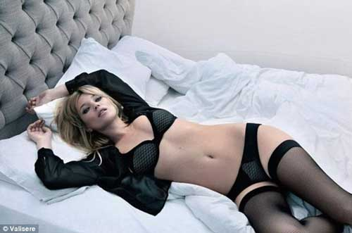 Kate Moss luce espectacular en su más reciente campaña de ropa interior 14