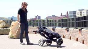 Un cochecito o carrito para bebés que se despliega y pliega solo, con el toque de un botón (mira el video) 1
