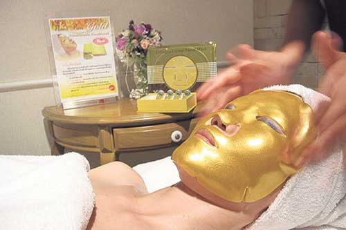 Mascarillas faciales de oro: La última extravagancia de los ricos y famosos 0