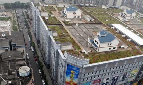 En China construyen casas hasta en los techos de los centros comerciales 0