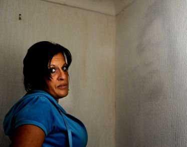 Mujer afirma que se le aparece su esposo muerto en la pared 1