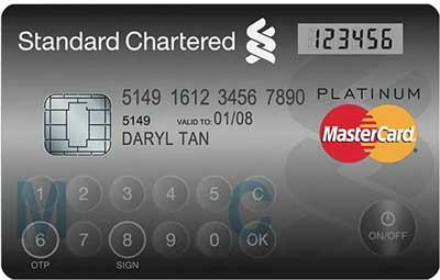 MasterdCard presenta una tarjeta de crédito con teclado y pantalla LCD y Visa una con oro y diamantes 2