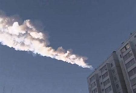 Algunos videos impresionantes de la caída del meteorito hoy en Rusia