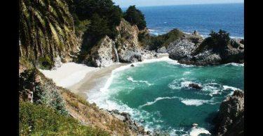 Big Sur, California No hay nada como ver romper a las olas contra las rocas en Big Sur. Es un gran lugar para relajarse, ir de campamento y realizar caminatas. Es de las playas menos conocidas de California, pero por lo mismo está en mejores condiciones que otras.