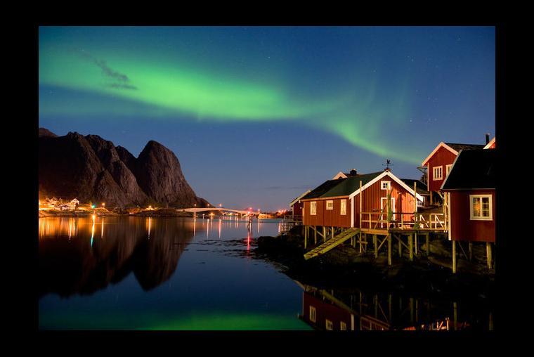 Islas Lofoten, Noruega Están situadas en la parte norte de Noruega, son el lugar perfecto para la pesca y el senderismo. También cuenta con algunos de los paisajes más increíbles del mundo, es una vista que no te quieres perder.