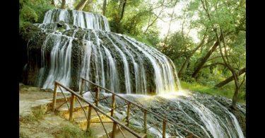 Monasterio de Piedra Park, España Este hermoso parque con cascadas naturales es también el lugar donde se encuentra un monasterio construido por los moros. Es la combinación perfecta de senderismo, paisajes e historia. ¡No dejes de visitarla!