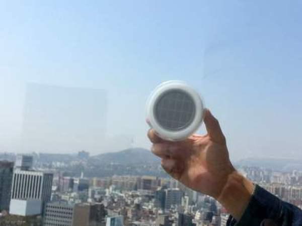 Enchufe de ventana solar para cargar dispositivos móviles 2