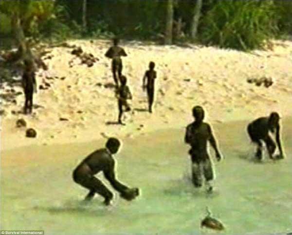 La-isla-Sentinel-del-Norte-habitantes