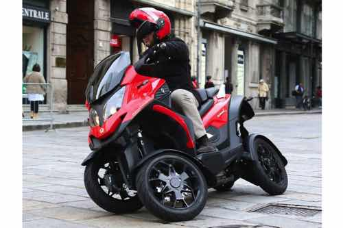 Photo of CONOCE LA MOTO SCOOTER DE CUATRO RUEDAS: QUADRO4