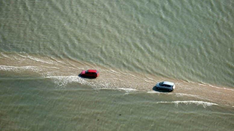 """La curiosa  carretera """"Passage du Gois"""" disponible dos veces y de resto esta bajo el agua 0"""