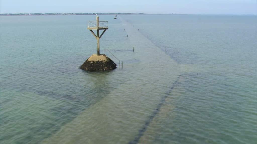 """La curiosa  carretera """"Passage du Gois"""" disponible dos veces y de resto esta bajo el agua 2"""