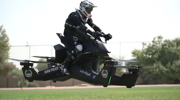 Photo of Policias aprenden a manejar motos voladoras de Dubai